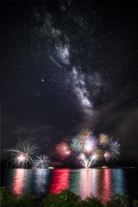 花火と星空